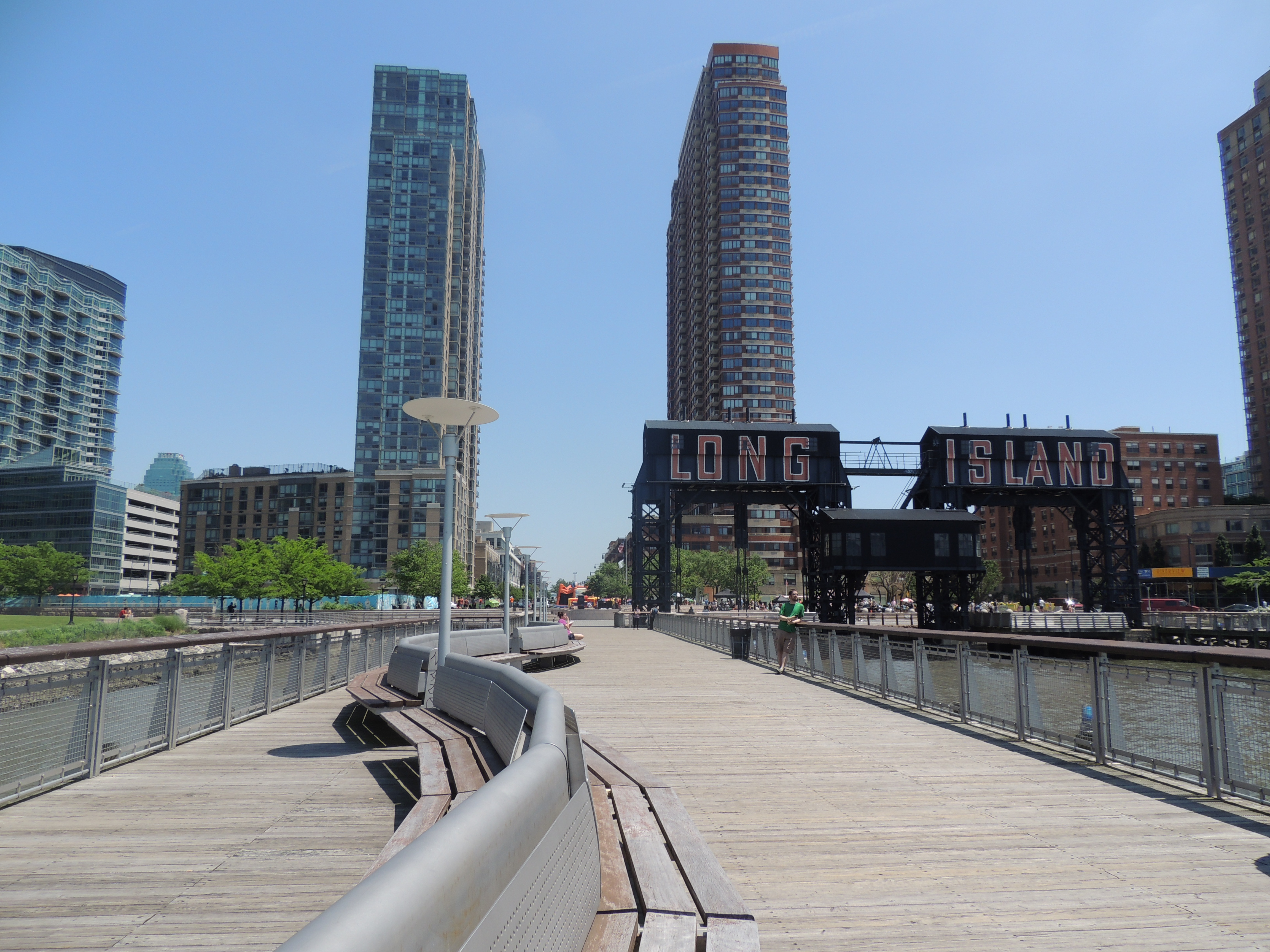 long island city waterfront the blonde banana. Black Bedroom Furniture Sets. Home Design Ideas